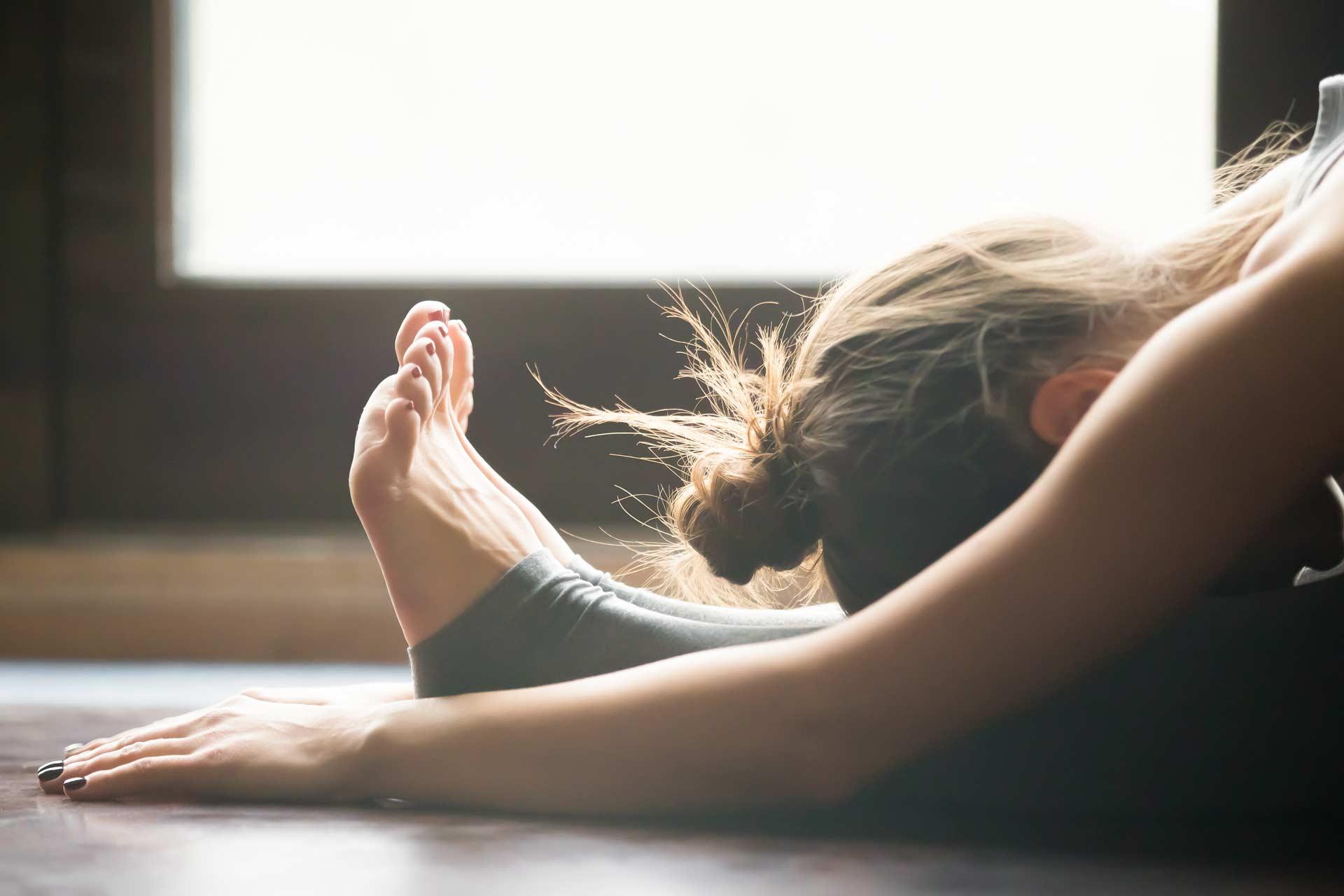 Cours yoga thérapie paris 14 - yoga thérapeutique et yoga restaurateur - yoga restorative