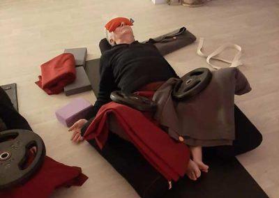 yoga-therapie-paris-cours-yoga-therapeutique-restorative-paris-14-relaxation